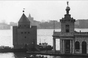 C giustinian venezia la biennale di venezia 1979 1980 for Aldo rossi il teatro del mondo